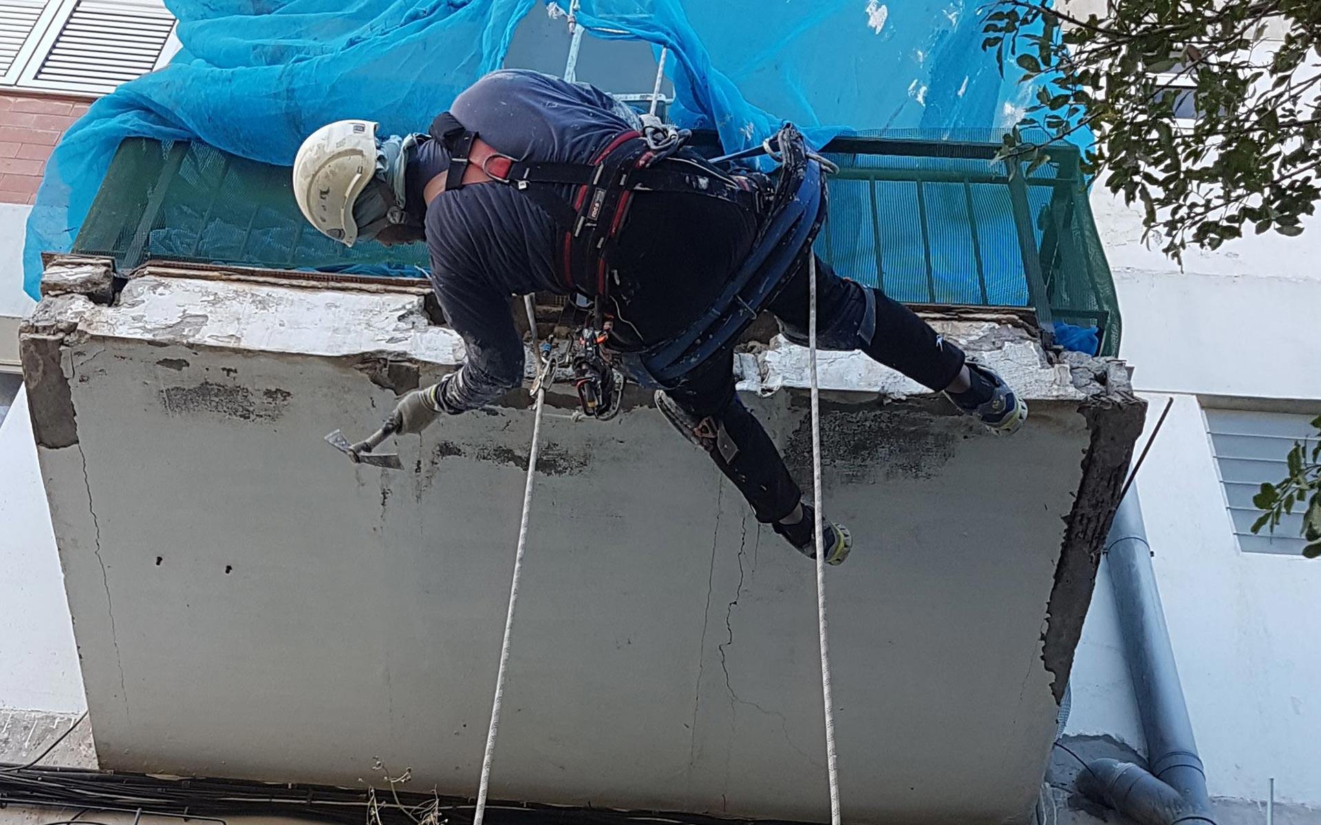 Obra Vertical trabajos verticales. Albañilería y conservación de terrazas y balcones en Las Palmas.