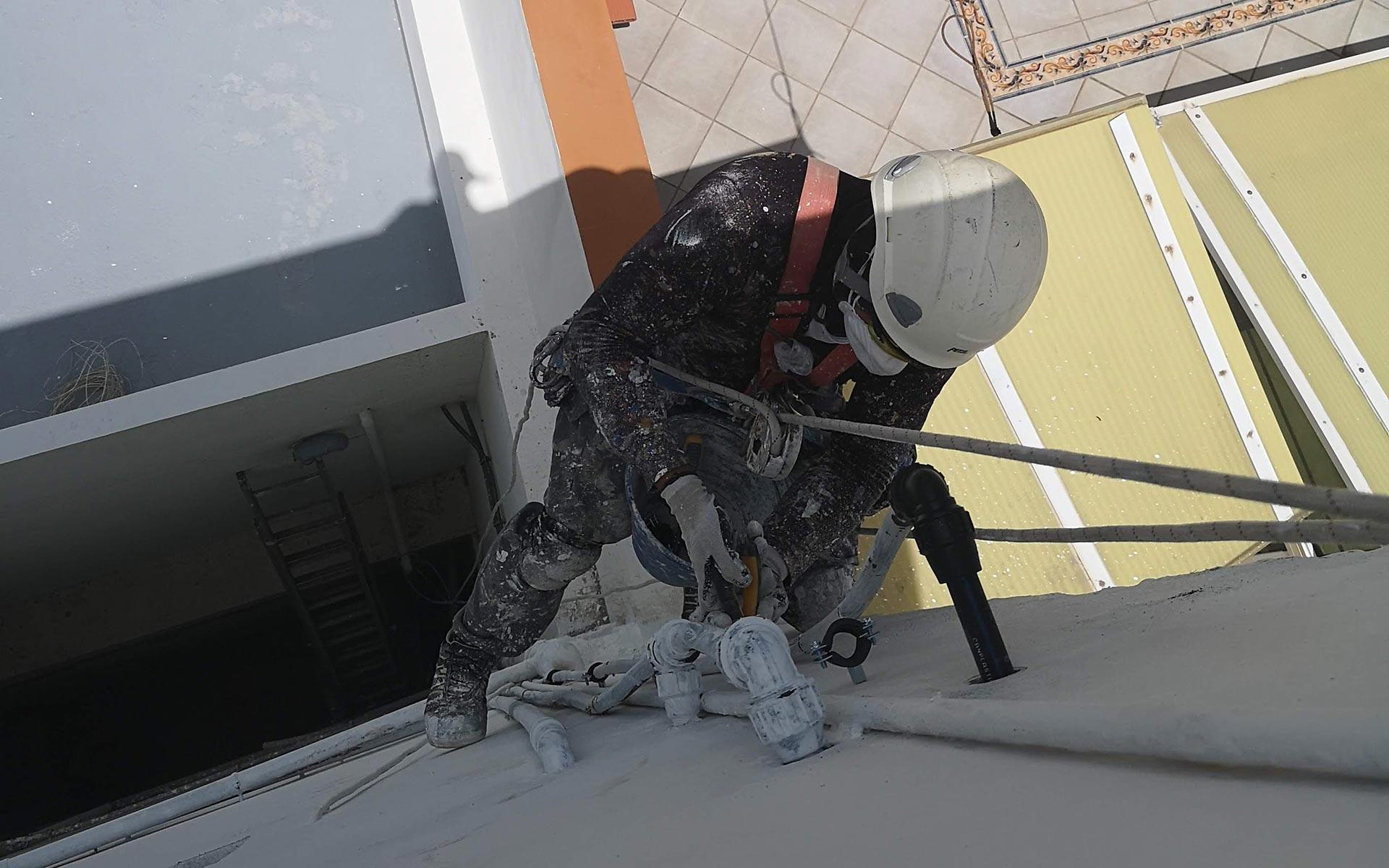 Fontanería y arreglos de tuberías de fachada. Obra Vertical, trabajos verticales Las Palmas.