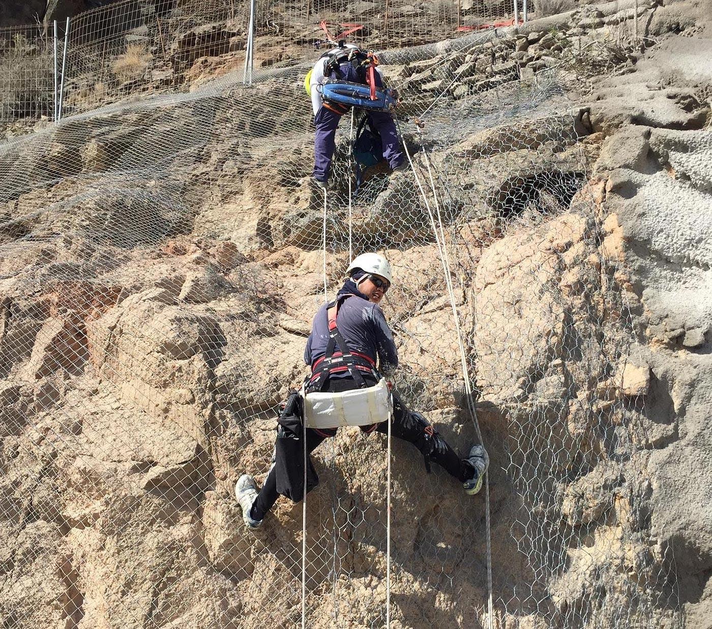Obra Vertical. Instalación y conservación de redes y mallas anticaídas de cascotes en Las Palmas de Gran Canaria. Trabajos verticales Las Palmas.